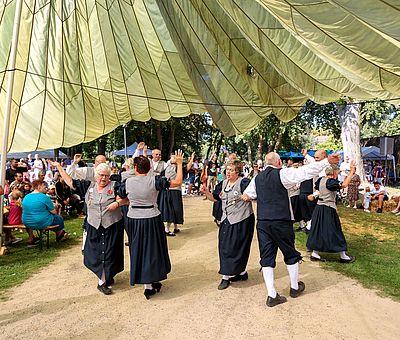 Schockländer Volkstanzgruppe auf dem Sommerfest der Kulturen in Fürstenau