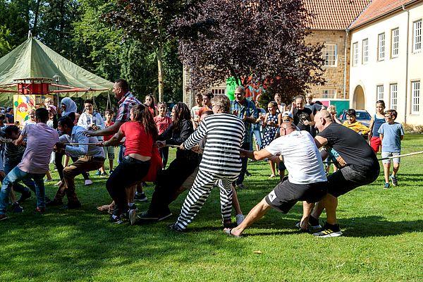 Tauziehen beim Sommerfest der Kulturen in Fürstenau
